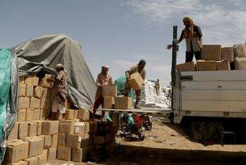 Распределение гуманитарной помощи в Йемене. Фото ВПП