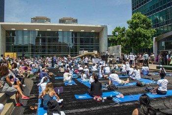 В ООН отметили Международный день йоги.