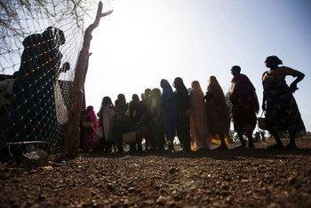 Distribución de semillas en el campamento de refugiados de Doro, en Sudán del Sur.