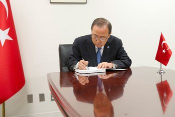 Secretary-General Ban Ki-moon signs a book of condolences at the Permanent Mission of Turkey the United Nation, on the loss of lives as a result of the 28 June terrorist attack in Istanbul.