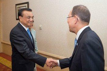潘基文秘书长会见中国总理李克强资料图片。 联合国图片/Eskinder Debebe