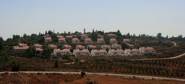 مستوطنة إسرائيلية، في شمال الضفة الغربية، بالقرب من قرية النبي  صالح. المصدر: اليونيسف / محسن النعيمي
