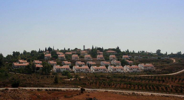 من الأرشيف: مستوطنة إسرائيلية، في شمال الضفة الغربية، بالقرب من قرية النبي  صالح.