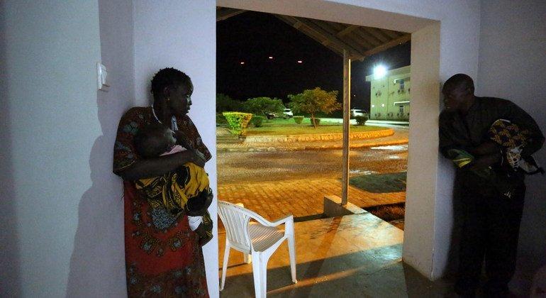 Wakimbizi wa ndani kutoka vituo vya kuwalinda raia (PoC site) mjini Juba, wakijificha kutokana na mapigano kati ya SPLA na SPLA-IO.