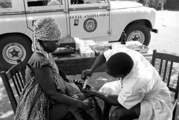 A technician vaccinates a small child, February 1964, in Togo, where the Government carried out an extensive anti-yaws campaign, assisted by experts from the World Health Organization. UNICEF supplied the equipment.
