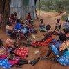 """Mujeres de Samburu, en Kenya, dicen """"no"""" a la mutilación genital femenina en una reunión pública. Foto: UNICEF/Samuel Leadismo"""