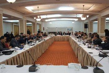Des membres du Dialogue politique libyen discutent de la situation en Libye et des obstacles à la mise en œuvre de l'Accord politique libyen (juillet 2016).