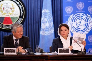 At a press conference in Kabul, (left) Tadamichi Yamamoto, the Secretary-General's Special Representative for Afghanistan and head of UNAMA, and (right) Danielle Bell, Director, Human Rights Unit, UNAMA, present latest report on civilian casualties.