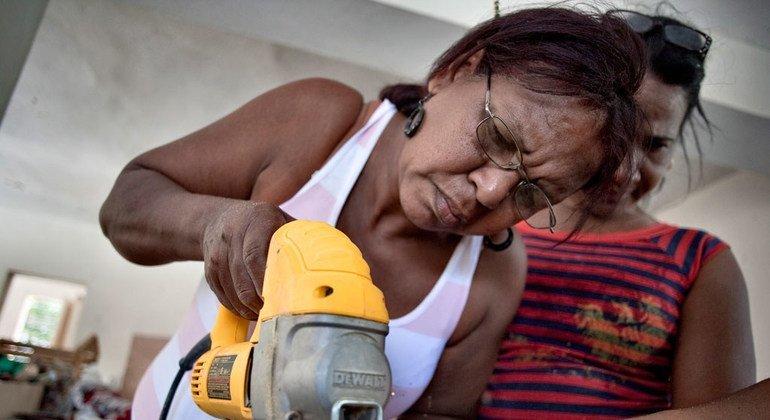 Entre los empleos atípicos se encuentran los puestos temporales, a tiempo parcial, a través de agencia o la subcontratación. Foto de archivo: PNUD República Dominicana