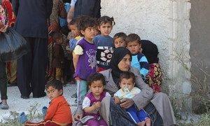 Женщины и дети одного из сел провинции Алеппо, Сирия.