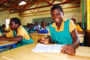 Des enfants dans une salle de classe au Malawi. Photo UNICEF/Eldson Chagara
