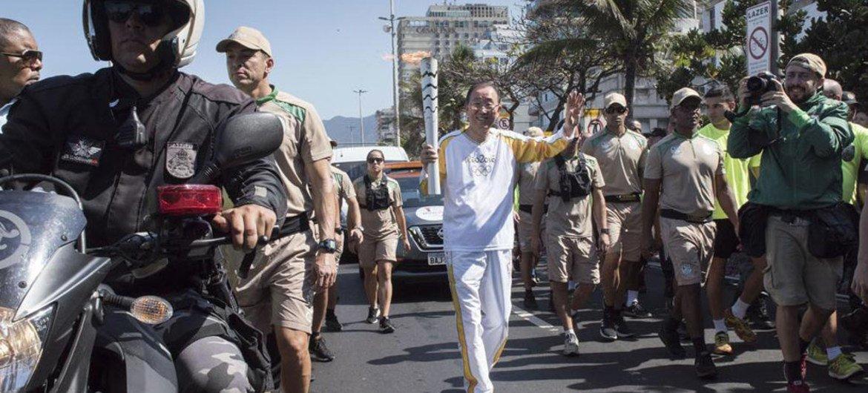 Secretary-General Ban Ki-moon participates in the Olympic Torch Relay in Rio de Janeiro, Brazil.
