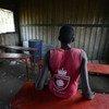 Gatkuoth, de 15 años, fue liberado recientemente de un grupo armado en Sudán del Sur. Fue reclutado a los 13 años. Foto: UNICEF/UN028379/Rich