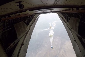 До cих пор гуманитарную помощь в Дейр-эз-Зор доставляли только по воздуху. Фото ВПП