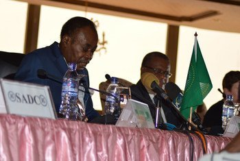 African Union facilitator Edem Kodjo (left) addresses the meeting of the preparatory committee to the national dialogue in the Democratic Repiblic of the Congo (DRC).