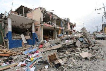 Разрушения после  землетрясения на Гаити