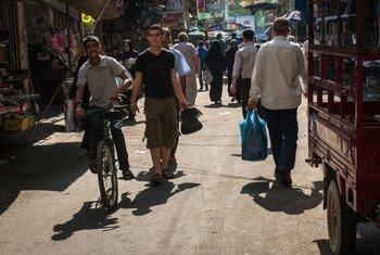 Street scene and market in Gaza City.