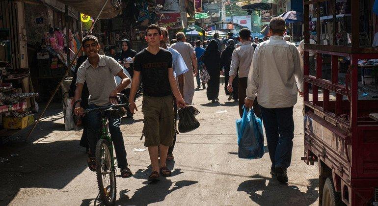 Un mercado en una céntrica calle de Gaza. Foto: Banco Mundial/Arne Hoel