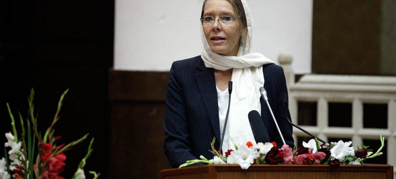 بيرنيلي كارديل، حين كانت نائبة الممثل الخاص للأمين العام لأفغانستان والقائمة بأعمال رئيس البعثة.
