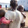 Halima es una mujer sursudanesa que ha buscado refugio en Uganda, junto con sus dos hijos. Foto de archivo: PMA/Henry Bongyereirwe