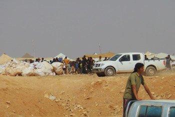 En août 2016, des agences de l'ONU acheminent des produits alimentaires d'urgence à 75.000 Syriens à la frontière avec la Jordanie où les conditions sont très difficiles. (archives)