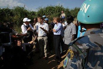 Imagen de una de las reuniones que mantuvo la delegación del Consejo de Seguridad con representantes de la sociedad civil en Sudán del Sur. Foto: UNMISS/Eric Kanalstein