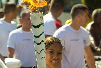 巴西残奥会运动员参加里约奥运火炬接力活动。