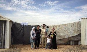 Une famille de réfugiés de Syrie dans le camp d'Azraq, en Jordanie. Photo HCR/Tanya Habjouqa (archives)