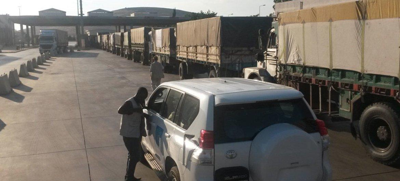 Колонна с помощью для жителей Сирии. Фото ООН/Тонглет