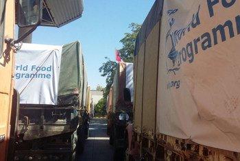 Un convoi de l'ONU transportant de l'aide pour des familles dans l'est d'Alep coincé à la frontière entre la Turquie et la Syrie. Photo PAM Moyen-Orient