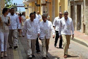Пан Ги Мун  (в центре слева)  в Картахене, Колумбия