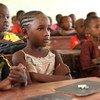 在学校上课的马里儿童。