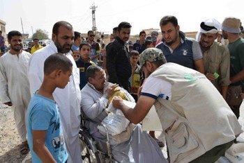 Le Programme alimentaire mondial (PAM) et ses partenaires fournissent  une aide alimentaire dans la ville irakienne de Shirqat et dans ses environs, à 80 kilomètres au sud de Mossoul.