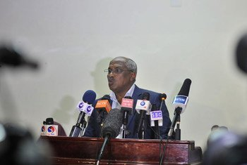Chairman of the Federal Indirect Electoral Implementation Team (FIEIT), Omar Mohamed Abdulle, announces new dates for Somalia's electoral process at a press conference in Mogadishu, Somalia, on 26 September 2016.