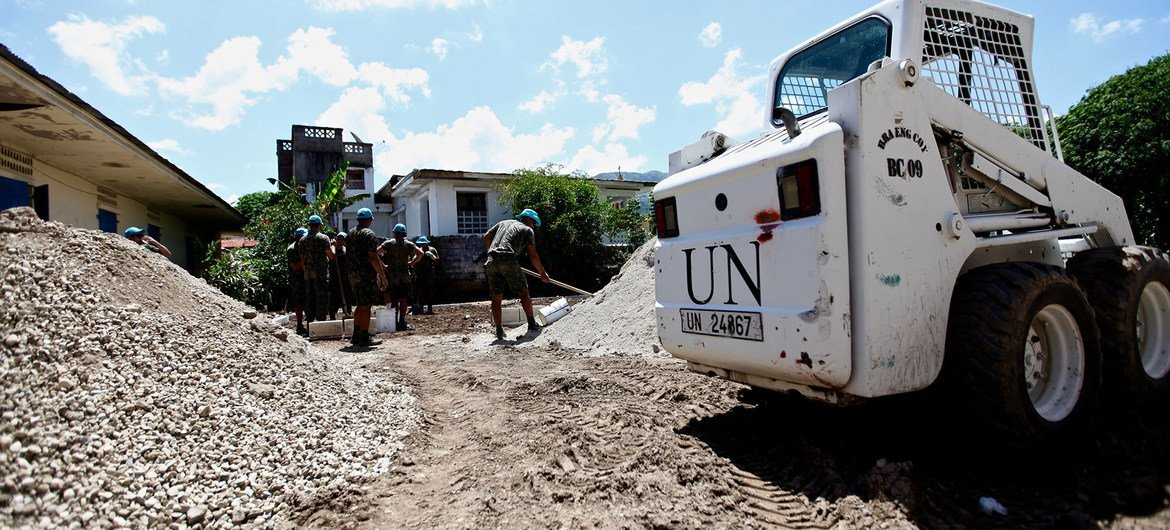 A dozen of MINUSTAH peacekeepers prepare the ground for two new wells near a hospital and school  in Pilate, northern Haiti. The town had been suffering water connection problems following the sabotage of its system due to local political differences.