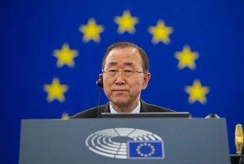 潘基文秘书长在斯特拉斯堡欧洲议会发表演讲。联合国图片/Rick Bajornas