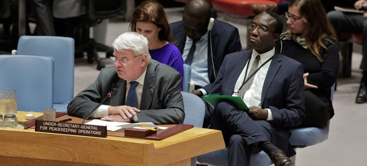 Hervé Ladsous, Under-Secretary-General for Peacekeeping Operations, briefs the Security Council on the situation in Darfur, Sudan.
