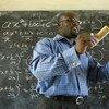 Un maestro enseña matemáticas en una escuela de Cape Coast, en Ghana. Foto de archivo: Jonathan Ernst/Banco Mundial