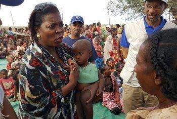 La Directrice exécutive du PAM, Ertharin Cousin, en visite dans le sud de Madagascar. Photo PAM/David Orr