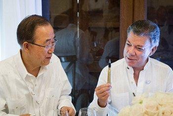 Ban Ki-moon y Juan Manuel Santos en Cartagena, Colombia, durante la firma del Acuerdo de Paz de octubre pasado. (Archivo) Foto: ONU/Rick Bajornas