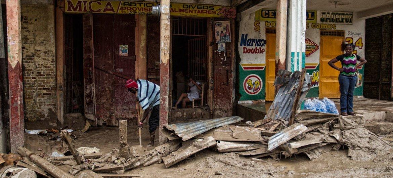 Clean up underway in Jeremie, Haiti, on Thursday 6 October 2016 following the passage of Hurricane Matthew on 4 October 2016.