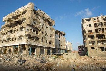 Des bâtiments bombardés à Aden, au Yémen. Photo PAM/Ammar Bamatraf