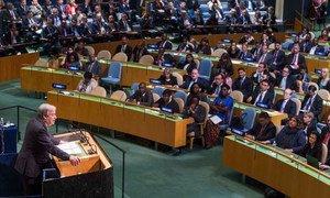 Le Secrétaire général désigné Antonio Guterres devant l'Assemblée générale des Nations Unies le 13 octobre 2016. Photo ONU/Amanda Voisard