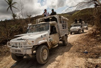 Una patrulla de la MINUSTAH se dirige a la ciudad de Jérémie, gravemente afectada por el huracán Matthew. Foto: MINUSTAH/Logan Abassi