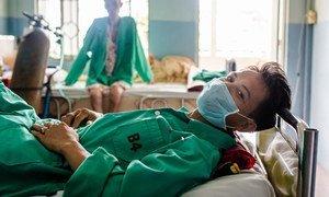 في مدينة إن هو تشي مين في فيتنام، يتلقى رافع أثقال العلاج من السل المضاد للأدوية في مستشفى مدعوم من الصندوق العالمي لمكافحة الإيدز والسل والملاريا.