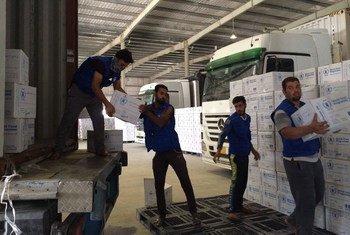 Des camions arrivent dans des entrepôts du PAM chaque jour pour préparer la réponse humanitaire à la bataille de Mossoul, en Iraq. Photo PAM/Alexandra Murdoch