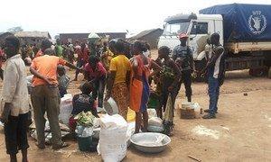 Distribution de nourriture par le PAM à Kaga Bandoro, en République centrafricaine. Photo PAM/Cyridion Usengumuremyi