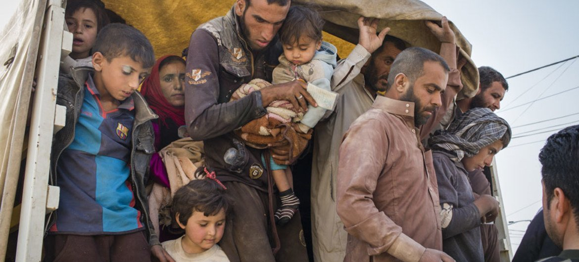 Internally displaced persons flee to Debaga camp in Erbil Governorate, northern Iraq, as Mosul assault begins.