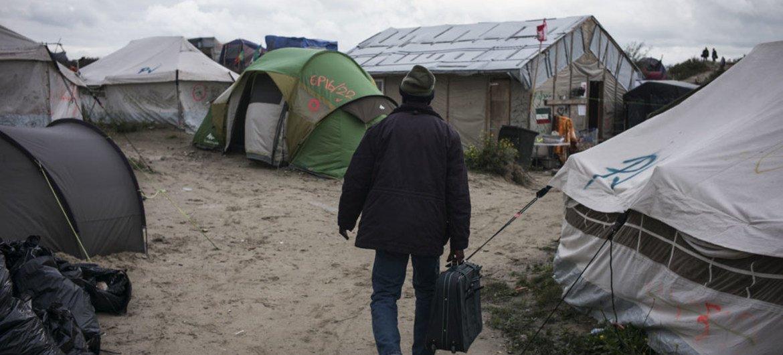 Dans la 'jungle' de Calais, en France, quelques jours avant son démantèlement en octobre 2016 (archives). Photo HCR/Olivier Laban-Mattei