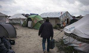 """法国北部加莱的""""丛林""""营地拆除前的情景。难民署图片/Olivier Laban-Mattei"""